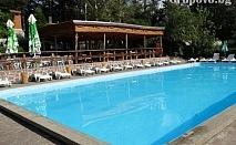 Нощувка, закуска, вечеря и външен отопляем басейн в Парк – хотел Гривица, до Плевен
