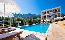 4+ нощувки на човек със закуски + басейн в хотел Summertime Inn***, Лефкада на 200м от плажа