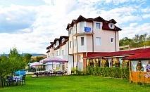 2 нощувки със закуски на човек в хотел Зенит, с. Сатовча, край Доспат
