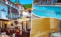 1 или 2 нощувки, закуски и вечери + топъл минерален басейн и релакс пакет в хотел Алфаризорт Чифлика край Троян
