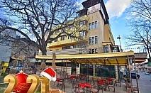 Нова Година в хотел България, Велинград! 3 или 4 нощувки за ДВАМА със закуски и вечери, едната Новогодишна с музика на живо + басейн и СПА с минерална вода