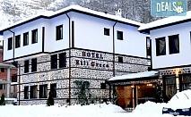 Нова година в хотел Елли Греко 3*, Мелник! 2 или 3 нощувки със закуски, Новогодишна вечеря с томбола и бутилка шампанско, ползване на сауна и парна баня!