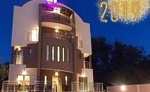 Нова Година в Нишка Баня, Сърбия! 3 нощувки на човек със закуски и вечери, 2 празнични с неограничена консумация на напитки в хотел Вила ДНД