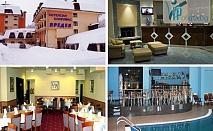 Пакети за двама със закуски, вечери и ползване на басейн в Хотелски Комплекс Предел