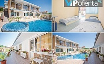 Пакети в двойна или тройна стая + ползване на басейн в Семеен Хотел Бохеми, Равда