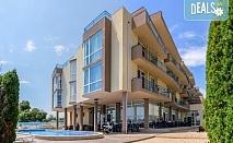 На първа линия до морето в  Хотел Роял Бийч 3*, Созопол! Нощувка на база All Inclusive Light, ползване на басейн с детска секция и детски кът, безплатно за дете до 1.99 г.