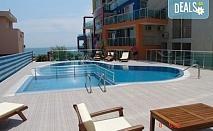 На 100 м от плажа в Апартхотел Биляна Сън Хоумс, к.к. Свети Влас! 1 нощувка в двойна стая, студио или апартамент, безплатно ползване на басейн, шезлонг и чадър, фитнес, паркинг, интернет