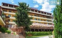 Почивайте в хотел Олимп 4* във Велинград! Нощувка със закуска и вечеря в студио или студио с вана, ползване на закрит и открит минерален басейн, римска баня, тепидариум и класическа сауна, безплатно за деца до 5.99г.