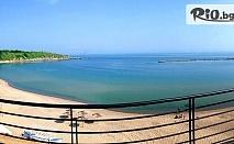 Почивка в Черноморец! Нощувка със закуска и вечеря + чадър и шезлонг на плажа, от Лост Сити