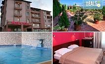 Почивка в Хотел Тайм Аут 3*, Сандански! 1 нощувка със закуска и вечеря, ползване на закрит басейн и джакузи с минерална вода, безплатно за дете до 4.99 г.