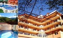 Почивка край Костенския водопад. Нощувка, закуска, обяд* и вечеря + 2 басейна, джакузи и релакс зона в Хотел Костенец.