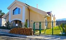 Почивка край Лозенец! Наем на къща за 1 нощувка за 20 възрастни + 4 деца до 12г. от къща за гости Чичо Томовата Колиба, с. Велика