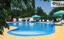 Почивка в Кранево през Август! Нощувка със закуска + басейн, шезлонг и чадър, от Хотел Анкор