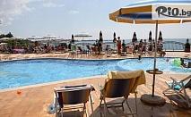 Почивка в Несебър на първа линия на плажа! Нощувка със закуска + външен панорамен басейн, шезлонг и чадър, от Хотел Мираж