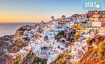 Почивка през септември на о. Санторини, Гърция! 4 нощувки със закуски в хотел 2/3*, транспорт, ферибот, панорамен тур и разходка до Ия