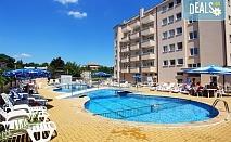Почивка през юли в хотелски комплекс Аврора 3*, Св. Св. Константин и Елена! Нощувка със закуска, ползване на открит басейн, тенис маса и спортна зала, безплатно за дете до 11.99г.