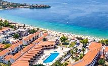 Почивка и релакс на първа линия в Торони! Нощувка, закуска, обяд и вечеря + басейн в Toroni Blue Sea Hotel & Spa***, Гърция!