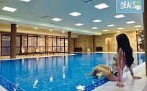 Почивка в Роял Банско Апартмънтс 3*, Банско! Нощувка със закуска и вечеря с включена напитка, ползване на вътрешен отопляем басейн и финландска сауна, безплатно за дете до 11.99 г.