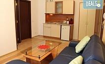 Почивка в самостоятелен апартамент в хотел Флора 4*, Боровец! 2 нощувки в едноспален апартамент с кухненски бокс, 2 телевизора, баня с вана, високоскоростен интернет, тераса и изглед към боровата гора