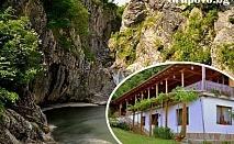 Почивка в Сливенския Балкан! Нощувка, закуска и вечеря само за 23.90 лв. в Еко селище Синия Вир, с. Медвен