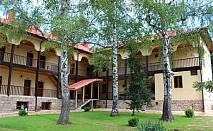 Почивка в Стара Планина! Нощувка, закуска и вечеря в комплекс Под Чардака до Лопушански манастир