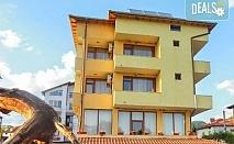 Почивка на супер цена в семеен хотел Шарков, с. Огняново! Нощувка със закуска или закуска и вечеря, външен минерален басейн, джакузи с минерална вода и сауна, безплатно за дете до 6.99 г.