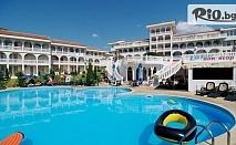 Почивка в Свети Влас през цялото лято! Нощувка за до 6 човека + басейн, чадър и шезлонг на плажа, от Комлекс Лазур 4* на 150м. от плажа в ДИНЕВИ РИЗОРТ