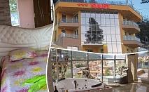 Почивка на язовир Доспат! Нощувка със закуска и вечеря на човек в апартамент с джакузи от хотел Сафи.