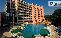 Почивка Златна възраст 55+ в Златни пясъци през Септември! Нощувка на база Ultra All Inclusive + Вътрешен и външни басейни с чадъри и шезлонги + дете до 12г. безплатно, от Хотел Helios Spa
