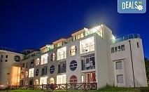 През май в хотелски комплекс Свети Георги, Балчик! 1 или 2 нощувки със закуски и вечери или закуски, обяди и вечери, ползване на минерален басейн, безплатно за дете до 2.99г!
