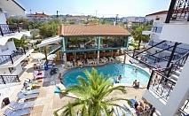 През МАЙ на пясъчен плаж в Гърция, за една нощувка, закуска, вечеря, басейн и безплатни плажни кърпи в хотел Hanioti Grand Victoria - Касандра, Халкидики / 28.04.2018 - 31.05.2018