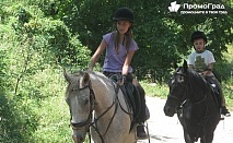 Приключение с коне в Габровския балкан.3 нощувки, 3 закуски, 2 обяда и 3 вечери за 2-ма в Балканджийска къща за 378 лв.