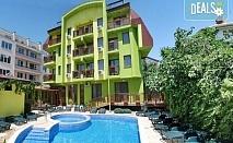Пролетна уикенд почивка в хотел Грийн Хисаря 3*, Хисаря: 1 или 2 нощувки със закуски, ползване на релакс зона, парна баня, сауна и вътрешен басейн, безплатно за дете до 2.99г.