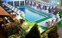Промоционална цена за почивка в Комплекс Екзотика 2* в Лозенец! Нощувка със закуска и вечеря, ползване на външен басейн и безплатно настаняване за деца до 2.99г.