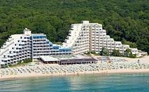Ранни записвания за лятна почивка на първа линия в  хотел Мура*** Албена! Нощувка на база All inclusive + чадър и шезлонг на плажа и басейна!!!