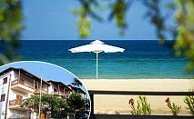 Ранни записвания за море в Неа Рода, Гърция! Нощувка за двама, трима или четирима в хотел Alexandra. Дете до 12г. – БЕЗПЛАТНО!