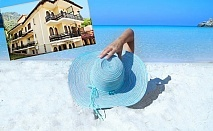 Ранни записвания за море на 100м. от плажа на о. Тасос, Гърция! Нощувка за двама, трима или четирима + оборудвана кухня в хотел Memories Villa