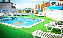 Ранни записвания за море в Созопол! Нощувка със закуска и вечеря + басейн, шезлонг и чадър, от Хотел Аполис на 70м от плаж Хармани