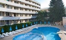 Ранни записвания за почивка на 3 мин от плажа в Албена - хотел Оазис! Нощувка на база All inclusive + чадър и шезлонг на плажа и басейна + детска анимация!!!