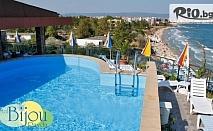 Ранно записване за почивка на първа линия на плажа в Равда! Нощувка със закуска и вечеря + шезлонг, чадър и басейн, от Хотел Бижу