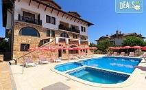 Релакс през август в Хотел Винпалас в Арбанаси! Нощувка със закуска и вечеря с десерт, ползване на външен басейн, външно джакузи, топъл релакс басейн, безплатно за дете до 3.99г.