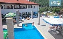Релакс в СПА хотел Виктория, Брацигово! 1 нощувка със закуска и вечеря и ползване на басейн, безплатно за дете до 5.99 години