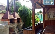 Релакс и спокойствие в комплекс Елена в село Баня! Наем на вила за до 10 човека за 1,2 или 3 нощувки, ползване на минерален басейн и оборудвана кухня с посуда, високоскоростен интернет и кабелна телевизия