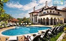 Релаксираща почивка във Велинград! Нощувка със закуска и вечеря, ползване на басейн, сауна, парна баня, безплатно за дете до 6г.  в хотел Хевън 3*