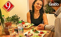 Романтика край Пловдив! Нощувка с вечеря за двама с музика на живо