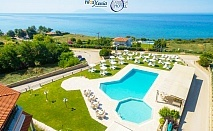 Семейна почивка на 50м. от плажа в Марония, Гърция! Нощувка на човек със закуска и  и вечеря с включени напитки + 2 басейна и анимация от хотел FilosXenia Ismaros***** ДЕЦА до 12г- БЕЗПЛАТНО!