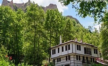 Септемврийски празници в Мелник! 2 нощувки със закуски и вечеря за ДВАМА или ЧЕТИРИМА в хотел Речен Рай