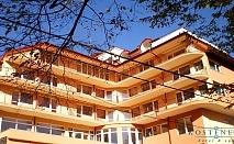 СПА хотел Костенец: Нощувка, закуска, обяд* и вечеря + минерален басейн, горещо джакузи и СПА през есента