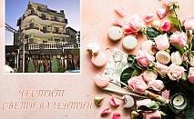 Свети Валентин в хотел Боряна, кв. Крайморие, Бургас! Нощувка за ДВАМА + празнична вечеря и тематична украса