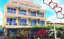 Свети Валентин в Синеморец! 2 нощувки за ДВАМА със закуски и вечери, една празнична в Хотел Афродита